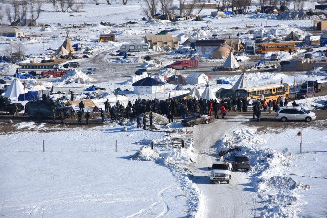 1806-security-forces-push-water-protectors-back